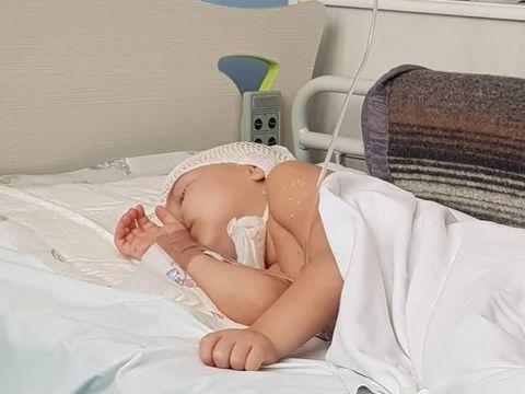 """Cazul dramatic al Anastasiei, fetiţa bolnavă de cancer care l-a impresionat pe Victor Slav! """"Are doar 3 ani şi 3 luni, cancerul i-a acoperit toată emisfera stângă a creierului"""""""