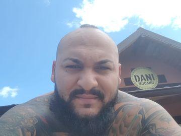 Dani Mocanu, tatuaj pentru Sile Cămătaru! Ce gest a făcut manelistul pentru controversatul interlop