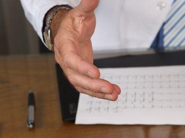 Incredibil! Încă un medic fals în România. Anunţul autorităţilor