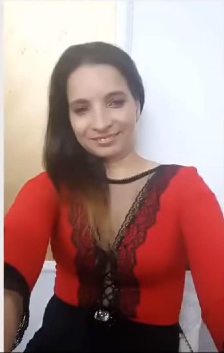 Croitoreasa care a impresionat cu vocea ei e îngrozită că va fi acoperită de gunoaie! Ana Maria Pantaze a făcut o reclamaţie disperată la Primărie!