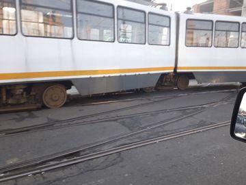 Ultimă oră: un tramvai a deraiat în Capitală. Circulația e blocată