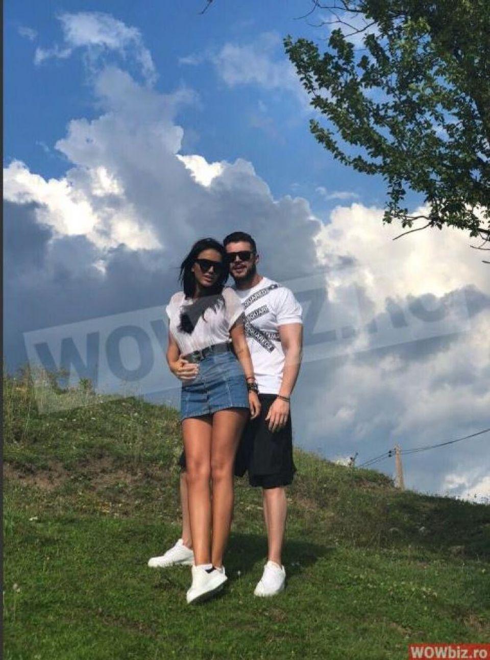 """Aceştia sunt """"socrii"""" lui Victor Slav! Raluca, iubita lui, îşi divinizează părinţii:"""