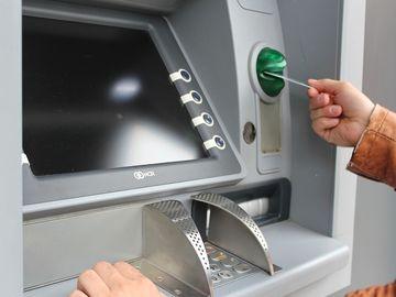 """Ce se întâmplă dacă apeși de două ori """"cancel"""" la bancomat"""