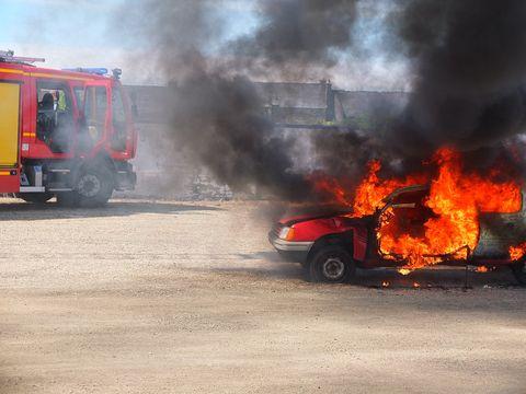 Circulație oprită pe A3 București – Ploiești după ce o mașină a luat foc în urma unei coliziuni