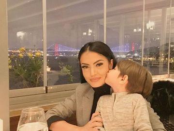 Ce a apărut pe pagina de Facebook a Andreei Mantea după ce s-a aflat că e într-o relație? E clar! Inima ei e doar pentru el