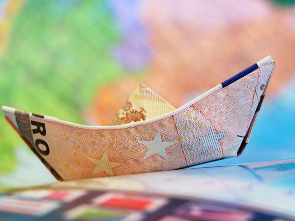 Curs valutar 15 februarie. Cursul BNR: cum este cotat Leul fata de Euro