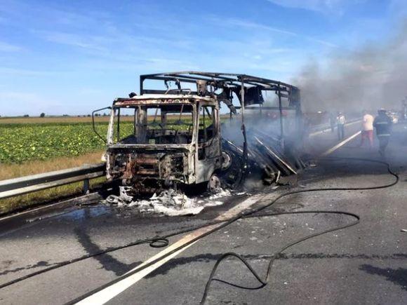 Incendiu pe A1, la kilometrul 26! O autoutilitară a luat foc! Traficul, blocat înspre Pitești