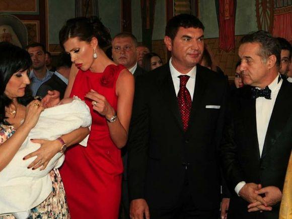 Primele fotografii cu copiii Alinei Vidican după ce tatăl Cristian Borcea a intrat la închisoare! Alexandru și Gloria sunt la bunici FOTO