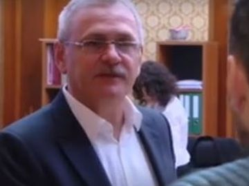 Liviu Dragnea, întrebat despre autostrăzile promise în programul de guvernare, îl invită pe un jurnalist în baie