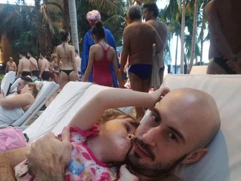 Drama teribilă a motociclistului care l-a bătut pe Mircea Badea! Fiica lui Teodor Emi era să moară la naştere sufocată de cordonul ombilical!
