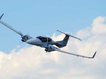 Un avion s-a prăbușit la Tuzla: Copilotul a murit!