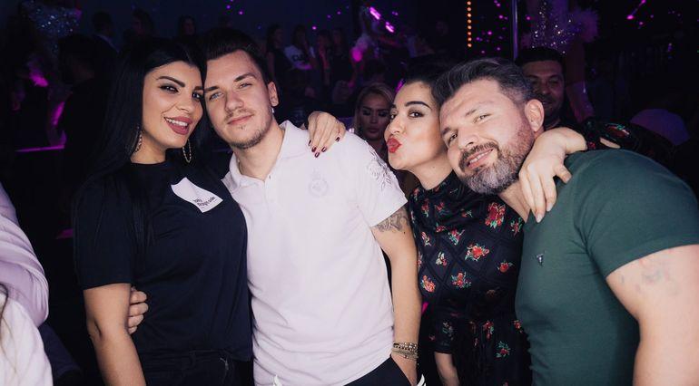 Andreea Tonciu și-a făcut de cap în club! Cine a fost alături de bruneta înconjurată de sticle de șampanie