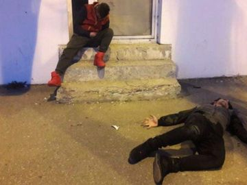 """Fenomenul """"Zombie"""" face ravagii într-un mare oraș din România! Imagini șocante cu tineri paralizați"""