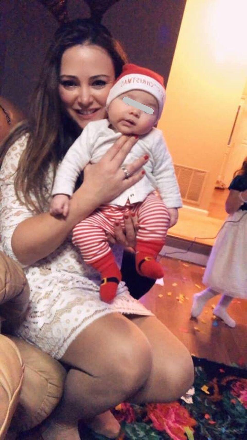 Cum arată azi femeia care a pozat goală în braţele Valentinei Pelinel! Alina şi-a întemeiat o familie în America şi nu mai seamănă cu femeia fatală de acum 17 ani!