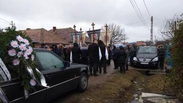 Imagini cutremurătoare de la înmormântarea Giuliei, fetița de 12 ani care a murit, după ce a căzut din microbuz