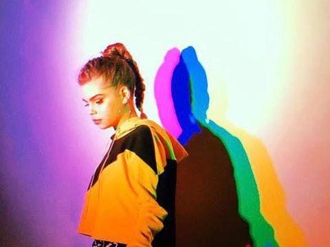 AVI: o adolescenta cool a muzicii romanesti si-a lansat a doua piesa proprie