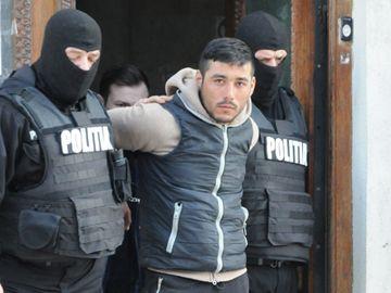 Elevă terorizată de fostul iubit! Bărbatul îi trimite scrisori din închisoare și îi spune că-i va mutila familia și viola mama