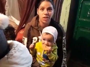 """O familie amărâtă, cu 10 copii, trăiește într-o singură cămăruță: """"Nu am dat niciunul la stat și nici nu aș vrea să dau"""""""