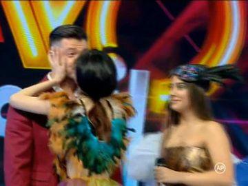"""Victor Slav, surprins în timp ce săruta o tânără din showbiz! Surpriză, nu este iubita lui: """"Cu privire la sărutul care a existat între mine și Victor... A fost unul foarte pasional. Victor nu se mai sătura!"""" VIDEO"""