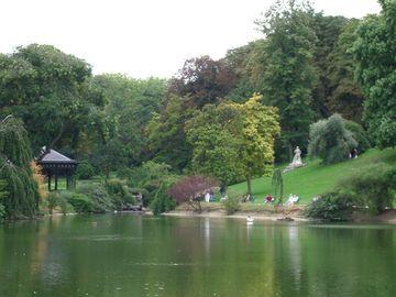 Cine sunt cele două surori gemene românce care s-au sinucis într-un parc din Paris! Lucreţia şi Mariana au murit îmbrăţişate