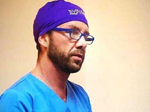 """Ce au decis magistrații în cazul lui Matteo Politi, """"medicul cu 8 clase"""" care a practicat ilegal meseria de doctor"""