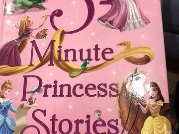 A cumpărat o carte de povești de la un anticariat. În timp ce îi citea fiicei, dintre pagini a căzut o scrisoare. A citit-o și nu și-a mai putut stăpâni lacrimile