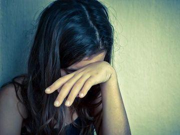 Caz revoltător în Harghita. Doi tineri au violat o fată de 12 ani și i-au furat telefonul mobil!