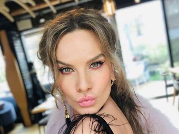 """Anna Lesko, criticată dur de fani! A încercat să pozeze sexy, dar... """"Nu prea ți-a ieșit poziția. Zici că esti leșinată"""""""