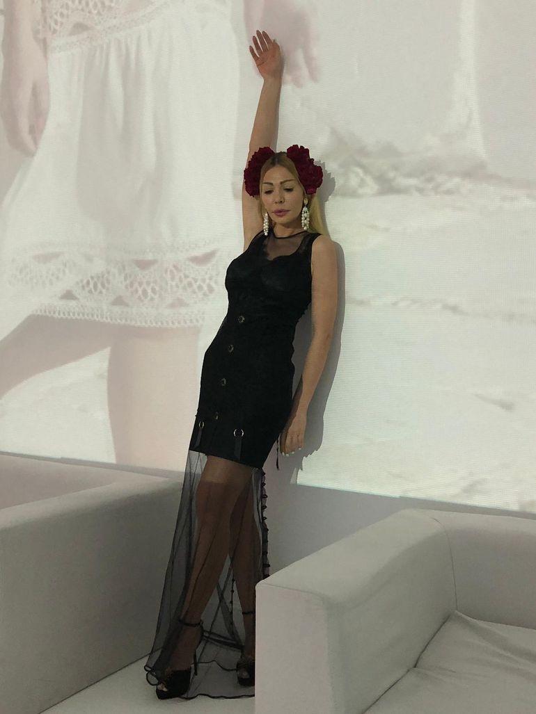 Nadia De Luca, apariţie de senzaţie la un eveniment monden! Uite ce accesorii superbe a purtat în păr! FOTO!
