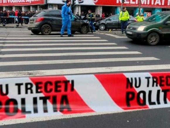Accident grav în centrul Capitalei! Trei persoane au fost rănite după ce un troleibuz a spulberat o maşină!
