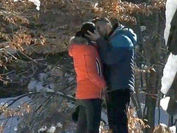 """Florin Pastramă și Brigitte Năstase, săruturi pătimașe sub așternut! Cornel a privit la televizor ce făcea logodnica lui: """"Nu am putut să mănânc, nu am putut să dorm"""""""