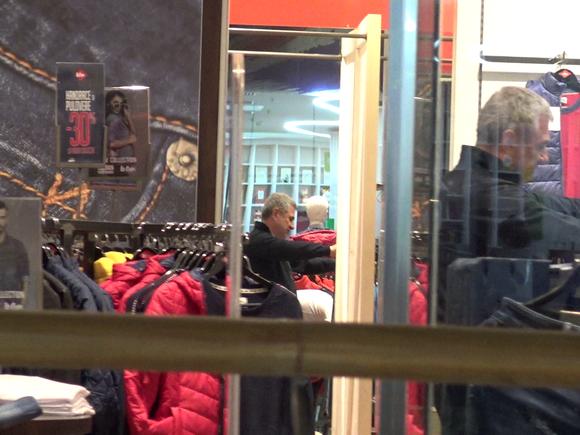 """Imagini epocale! Victor Becali, la cumpărături! Vărul lui Gigi """"se vrea tânăr"""" / Video"""