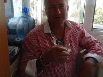 """Nicu Maharu, înconjurat de interlopi, lăutari și familie! Câți bani se """"aruncă"""" pe catafalcul fostului iubit al Simonei Sensual"""