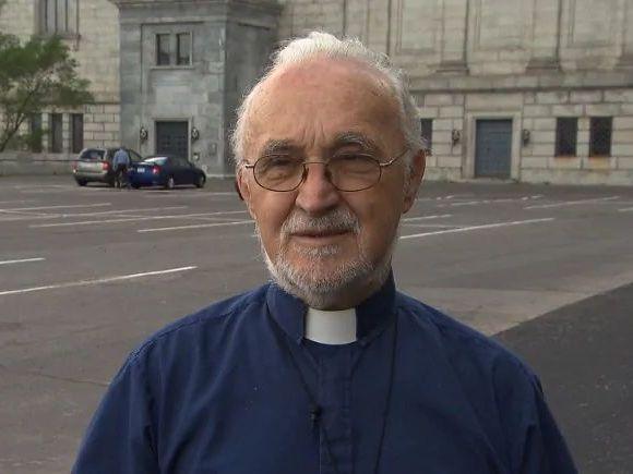 Preot înjunghiat în biserică, în timpul slujbei! Suspectul este un român