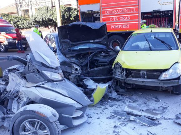 Accident violent în Constanța! O judecătoare a murit, după ce a fost proiectată într-un stâlpișor