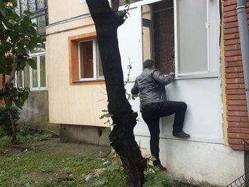 Furtul anului în România! Un hoț a intrat pe geam, a luat un telefon, dar ce a urmat întrece orice imaginație