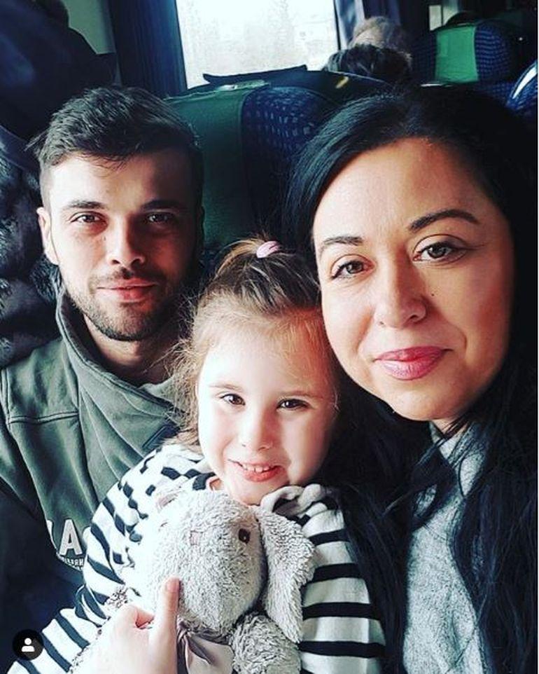 Oana Roman, speriată! A fost la spital cu micuţa Isabela şi mai mulţi oameni au atacat-o! Vezi ce a păţit vedeta!