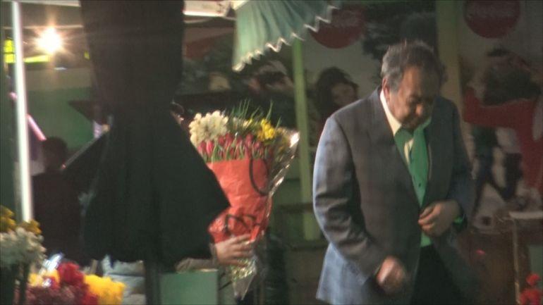 Dinamovistul Nicolae Badea se respectă și cumpără câte trei buchete de flori! VIDEO EXCLUSIV
