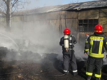 Incendiu foarte puternic lângă București! Arde o suprafață uriașă