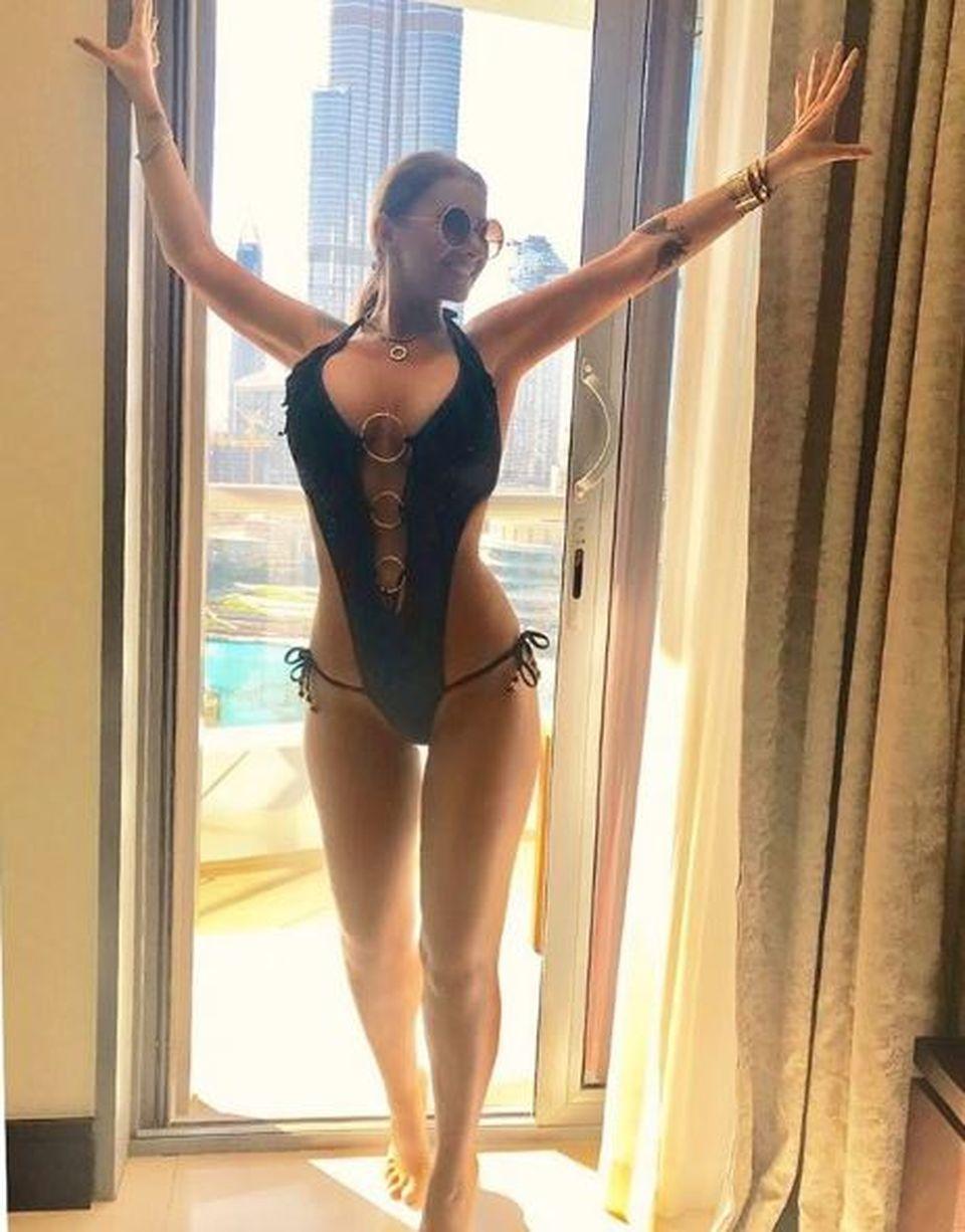 Anamaria Prodan, fotografiată la balcon într-o ținută sumară! Imaginile fierbinți cu cea mai sexy impresară l-au impresionat și pe Brancu