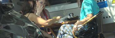 Oana Lis nu mai are nicio șansă să slăbească! Imaginile cu soția lui Viorel Lis mâncând nu sunt recomandate celor care țin dietă VIDEO EXCLUSIV