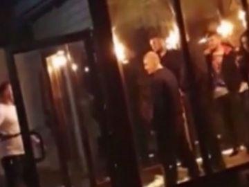 Imagini halucinante într-un club din Craiova! A fost bătaie în toată regula, cu bâte și macete
