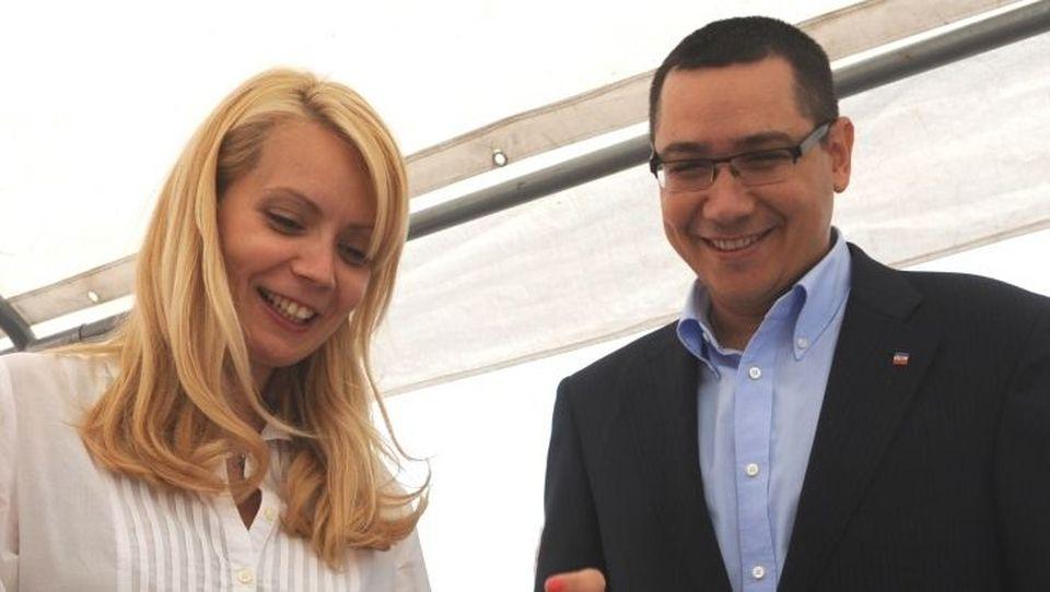 Victor Ponta şi Daciana Sârbu şi-au vândut o parte din avere! Vezi câţi bani au obţinut din cedarea a două apartamente, două terenuri şi două maşini!
