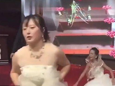 Un mire s-a trezit cu fosta la nuntă, îmbrăcată în rochie de mireasă! Ce i-a făcut