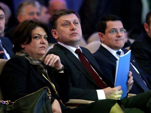 Un fost preşedinte al României a ajuns falit? Fără venituri în ultimii doi ani, Crin Antonescu a ajuns să trăiască pe banii soţiei! DEZVĂLUIRI