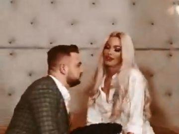 Loredana Chivu, clip XXX pentru un manelist celebru! Blondina, show interzis minorilor în fața camerelor de luat vederi