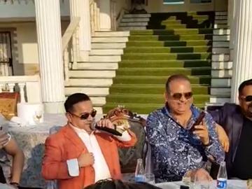 Duet surpriză! Adi Minune și Marcel Pavel, show muzical în curtea casei / Video