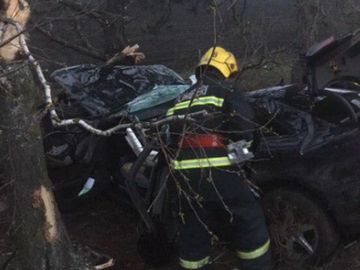 Accident cumplit! Un tânăr de 23 de ani a murit pe loc după ce s-a întrecut cu maşina cu un prieten