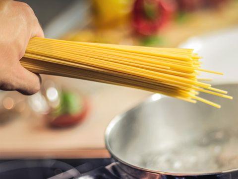 Ziua în care BBC și-a convins publicul că spaghetele cresc în copaci