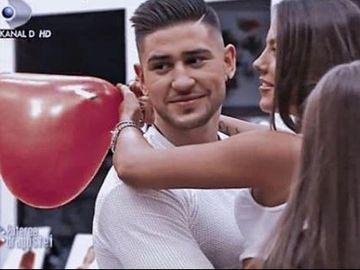 În sfârșit, Roxana și Bogdan Mocanu de la Puterea Dragostei formează oficial un cuplu! S-au fotografiat în timp ce se sărutau